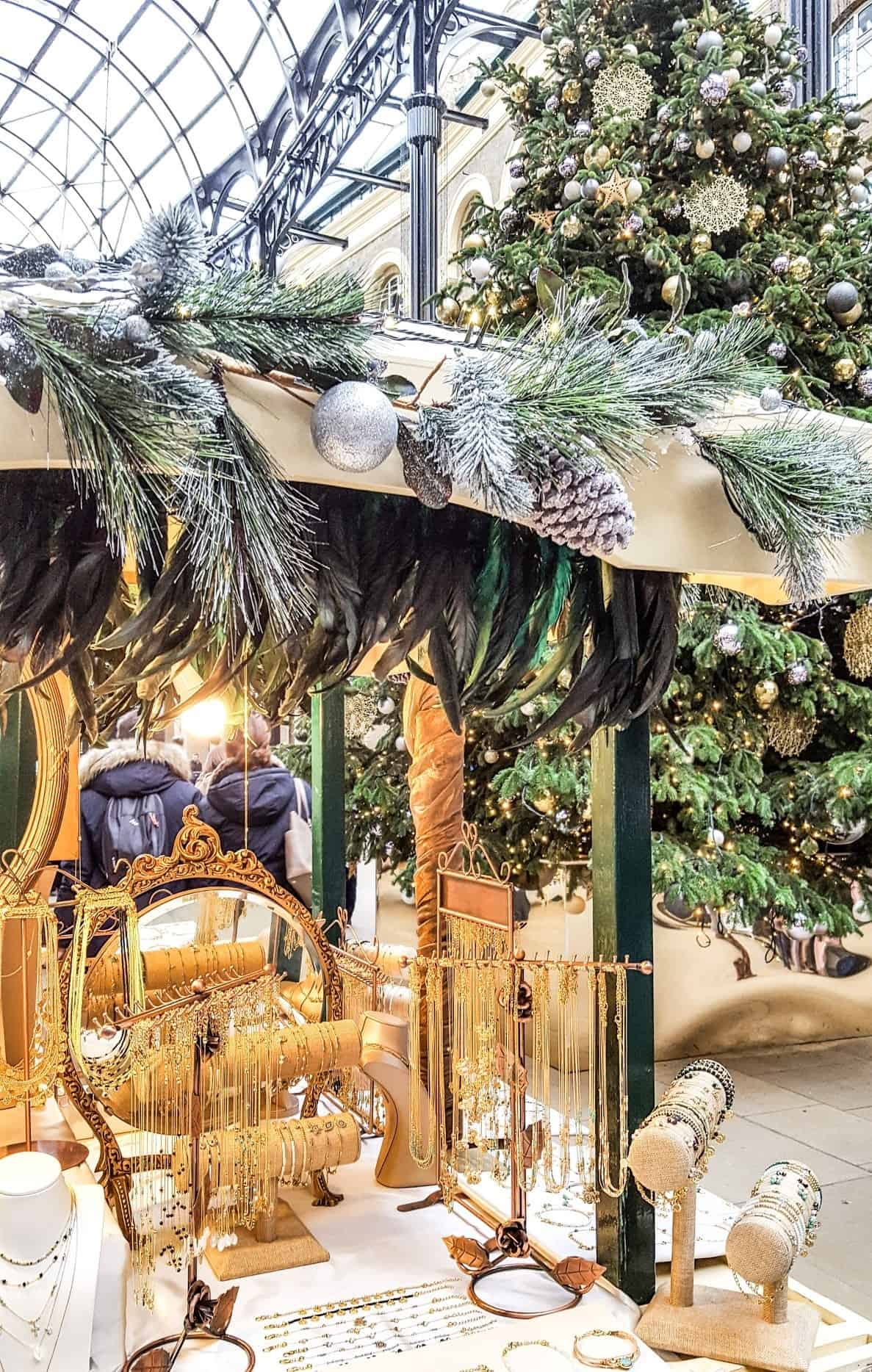 Christmas shopping in London at Hay´s Galleria